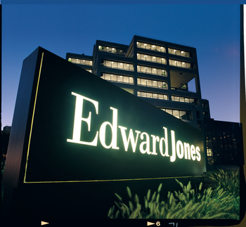 edward jones case Optimizing customer service at edward jones with a branch network of more than 12,000 locations throughout the united states and canada and nearly 7 million clients worldwide, edward jones knows a thing or two about providing high-quality customer service.